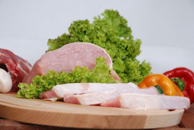 Hús tálalva