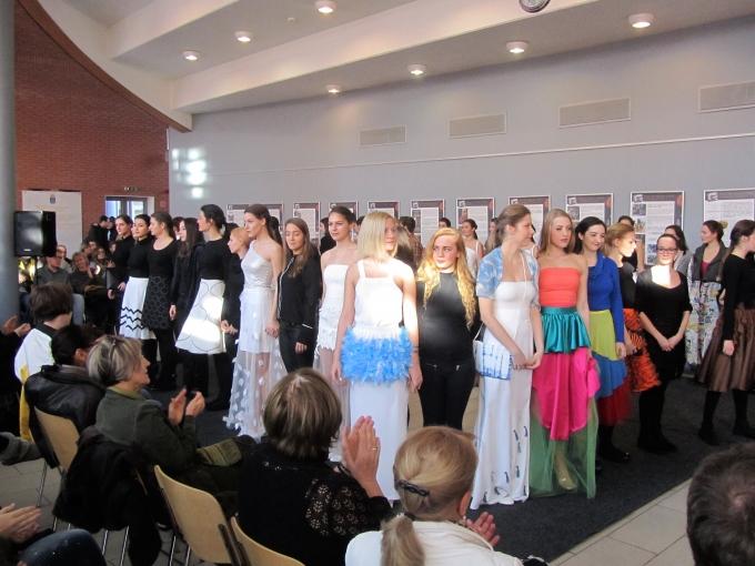 Kiállítás és divatbemutató