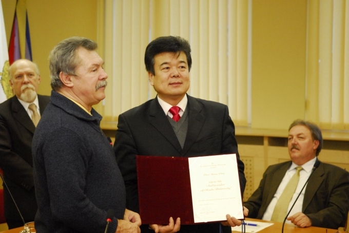 Farkas Bertalan és Zhou Yong Ping